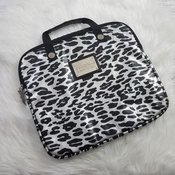 6538519b300b Betsey Johnson Handbags - BETSEY JOHNSON Betseyville Leopard Laptop Bag
